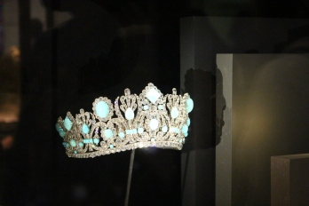 Museum of Natural History: Crown that Marie Antoinette wore.