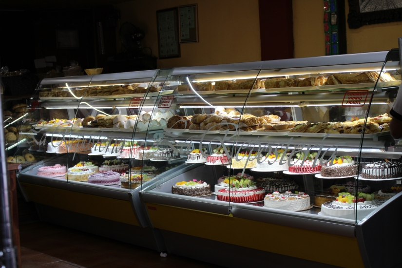 There were panaderias (bakeries) everywhere with beautifully decorated cakes.